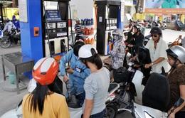 Tăng thuế nhập khẩu, không giảm giá bán xăng dầu