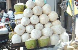 Dùng hóa chất tẩy bồn vệ sinh làm trắng... dừa