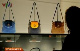 Thiếu tiền, người giàu Hong Kong cầm cố... túi xách