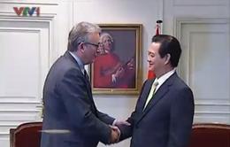 Thủ tướng Nguyễn Tấn Dũng tiếp các chính khách Pháp