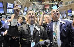 Thị trường chứng khoán Mỹ đồng loạt lập kỷ lục mới