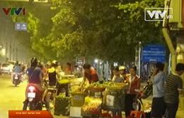 Hàng chợ đội lốt đặc sản xuống vỉa hè