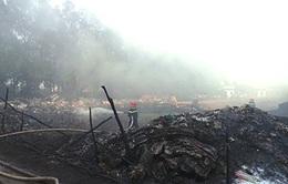 TP.HCM: Cháy bãi phế liệu tập trung