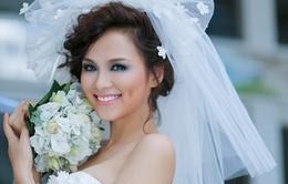 Hoa hậu Diễm Hương bị dừng các hoạt động biểu diễn