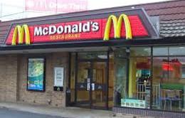 """McDonald bị kiện vì """"quỵt"""" tiền lương nhân viên"""