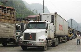 Xe nông sản ùn tắc hàng chục km tại cửa khẩu Tân Thanh