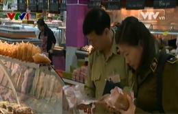 Cục Quản lý thị trường kiểm tra chất lượng thực phẩm tại BigC Thăng Long