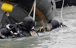 Các thợ lặn công bố Video cứu hộ phà Sewol dưới nước