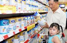 Siêu thị bắt đầu vào cuộc giảm giá sữa