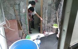 Khắc phục sự cố vỡ ống nước thải khu tập thể B5 Giảng Võ