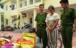 Quảng Ninh: Bắt vụ vận chuyển gần 200kg pháo nổ bằng xe mô tô