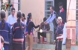 Đồng bào vùng sâu Gia Lai góp gạo ủng hộ quân, dân vùng biển đảo