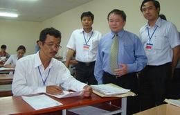 Thứ trưởng Bùi Văn Ga kiểm tra công tác chấm thi ĐH tại TP.HCM