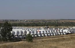 Hàng viện trợ nhân đạo Nga được kiểm tra tại biên giới Ukraine