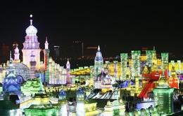 Cáp Nhĩ Tân lung linh trong lễ hội băng đăng