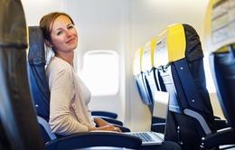Bí quyết không mỏi khi ngồi ghế giữa máy bay