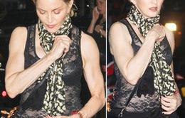 """Madonna khoe """"cơ bắp"""" trên phố"""