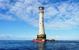 Sừng sững ngọn hải đăng trên hòn đảo nhỏ nhất hành tinh