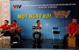 """Một ngày với VTV: Dí dỏm công việc """"người nhà Đài"""""""