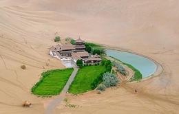 Ốc đảo 2000 năm tuổi giữa sa mạc Gobi