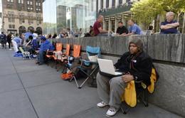 Hàng dài người xếp hàng chờ mua iPhone 5S, iPhone 5C