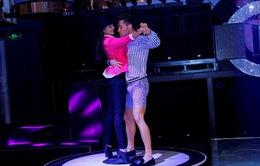 Chóng mặt màn khiêu vũ trên bàn xoay của giám khảo VNTM