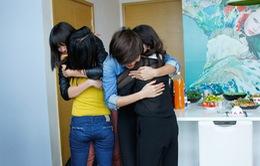 Đoàn tụ người thân, top 4 VNTM 2013 bật khóc nức nở