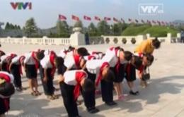 Học sinh Bình Nhưỡng thành kính viếng lãnh tụ tại cung Mặt trời Kumsusan