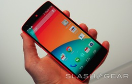 """Trên tay"" Nexus 5 phiên bản đỏ của Google"