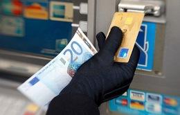 """Quen """"quẹt"""" thẻ tín dụng, 60% dân số Brazil nợ nần"""