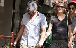 "Leonardo DiCaprio công khai ""tay trong tay"" với bồ trẻ tại New York"
