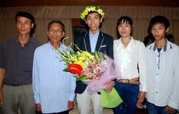 Bố mẹ phụ hồ nuôi con đoạt HCV Olympic Toán quốc tế