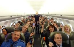 Sử dụng thiết bị điện tử trên máy bay: Nên hay không?