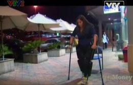 """Bị liệt 2 chân vẫn đi lại bình thường nhờ """"quần robot"""""""