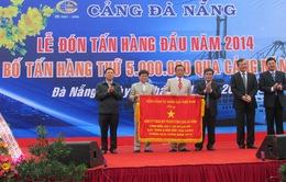 Đà Nẵng đón tấn hàng đầu tiên trong năm 2014