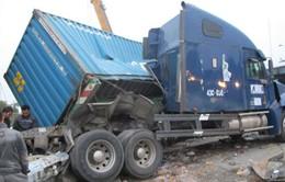 Xe khách đâm container: 21 người chết và bị thương