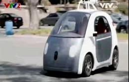 Google ra mắt mẫu xe không phanh, không vô lăng