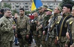 Tổng thống Ukraine bất ngờ tới khu vực miền Đông