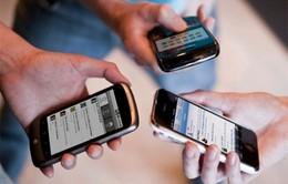 Người Anh dành thời gian cho smartphone nhiều hơn ngủ