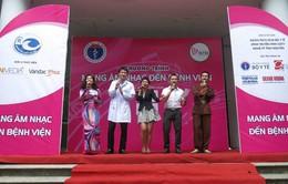 Viết tình yêu bằng âm nhạc tại bệnh viện Mắt Hà Nội