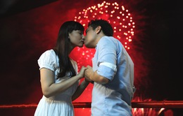 Lã Thanh Huyền hôn Việt Anh dưới trời pháo hoa