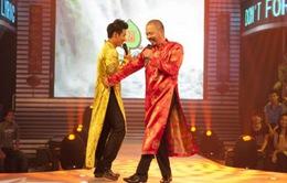 Đức Hùng, Nguyên Khang mặc áo dài nhảy nhót