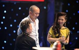 HLV Quốc Trung tháo kính thuyết phục thí sinh Giọng hát Việt