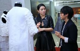 Lý Nhã Kỳ thăm xưởng Ngôi sao thiết kế Việt Nam