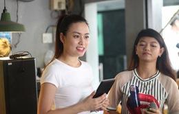 Hoàng Thùy Linh xinh đẹp gặp fan trước liveshow Tôi tỏa sáng