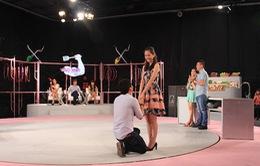 Diễn viên Thái Chí Hùng cầu hôn bạn gái tại phim trường Vào bếp là chuyện nhỏ