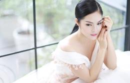 Dương Cẩm Lynh xúng xính thử váy áo dự Liên hoan phim Việt Nam tại Pháp