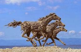 Độc đáo với những tác phẩm Ngựa gỗ chào đón năm giáp Ngọ