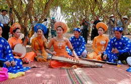 Culture Mosaic: Khi người Hà Nội ca cải lương (21h30, 7/3, VTV4)