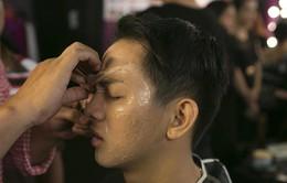 """Gương mặt thân quen tập 11: Hoài Lâm """"lột xác"""" thành lão bà 80 tuổi"""